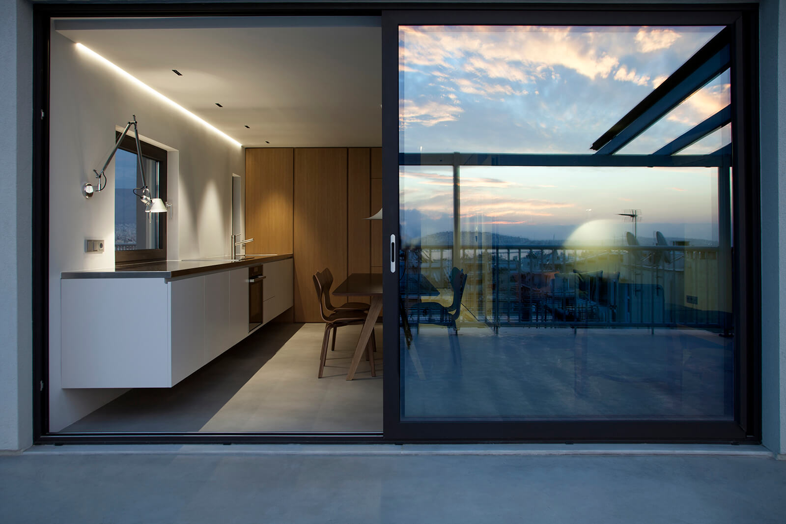 apartment-in-the-southern-suburbs-of-athens-01